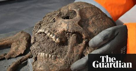 Black death skeletons reveal pitiful life of 14th-century
