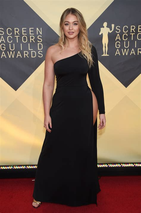 Plus-size model Iskra Lawrence wows in very racy gown slit