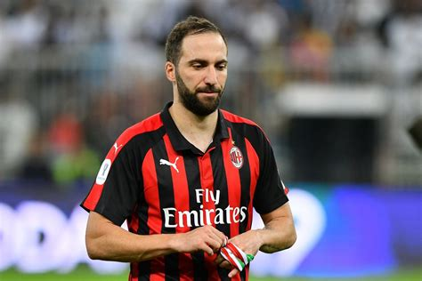 Chelsea want Gonzalo Higuain to face Arsenal after